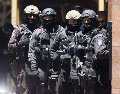 Nhân chứng kể lại khoảnh khắc kinh hoàng vụ bắt giữ con tin Sydney - Ảnh 2