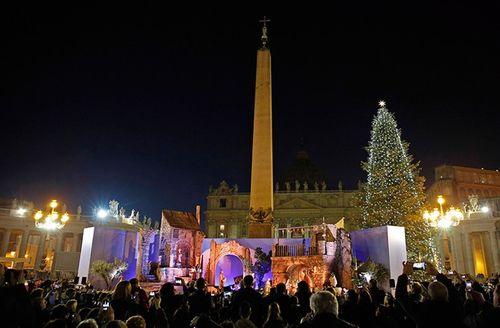 Cây thông khổng lồ, đèn kỷ lục Guinness rực rỡ Giáng sinh - Ảnh 10