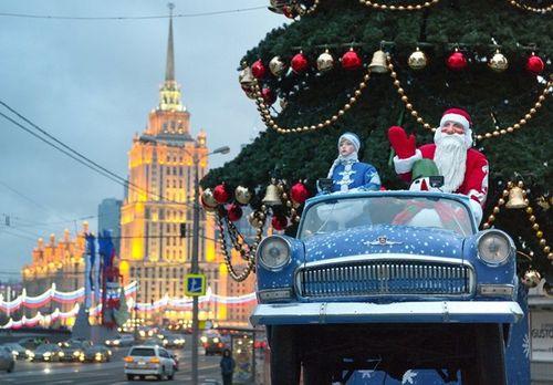 Cây thông khổng lồ, đèn kỷ lục Guinness rực rỡ Giáng sinh - Ảnh 15