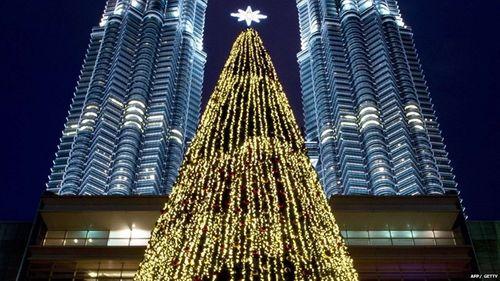 Cây thông khổng lồ, đèn kỷ lục Guinness rực rỡ Giáng sinh - Ảnh 5