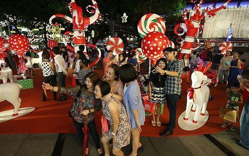 Cây thông khổng lồ, đèn kỷ lục Guinness rực rỡ Giáng sinh - Ảnh 6