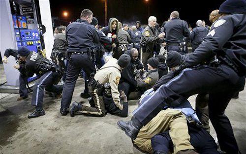Cảnh sát Mỹ lại bắn chết người da đen - Ảnh 1