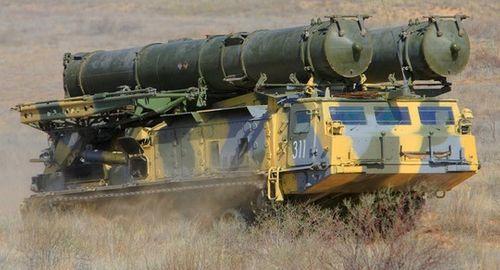 Nga triển khai hệ thống tên lửa S-300 tới Crimea - Ảnh 1