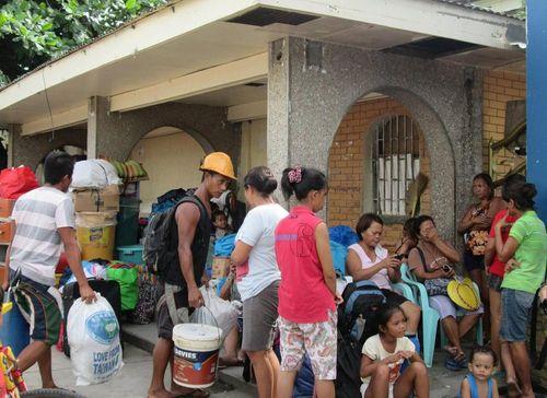 Siêu bão Hagupit: Dân Philippines đổ xô đi mua hàng tích trữ - Ảnh 1