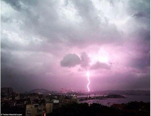 Hình ảnh đáng sợ về những tia sét trong cơn bão ở Sydney - Ảnh 9