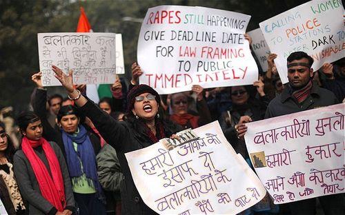 Ấn Độ điều tra vụ nữ hành khách bị lái xe taxi Uber hiếp dâm - Ảnh 1