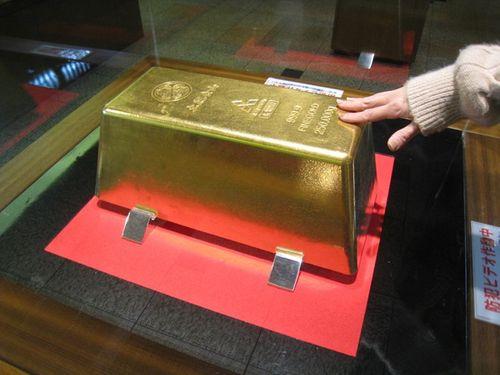 Cận cảnh thỏi vàng lớn nhất thế giới ở Nhật Bản - Ảnh 2