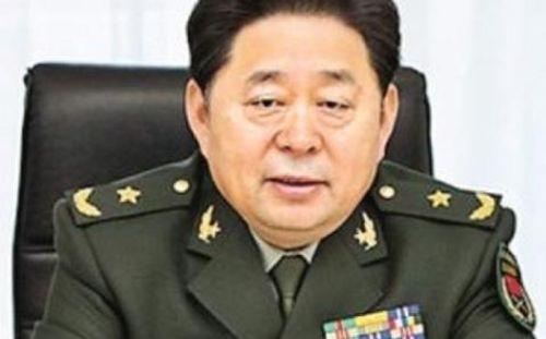 Tướng Trung Quốc đem cả tạ vàng thỏi đi hối lộ bằng xe Mercedes - Ảnh 1