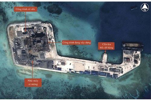 Trung Quốc ráo riết xây dựng đảo trái phép trên Biển Đông - Ảnh 2