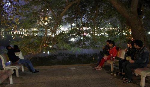 """Hà Nội: """"Cháy"""" nhà nghỉ đêm Noel, giá phòng tăng 3-4 lần - Ảnh 2"""
