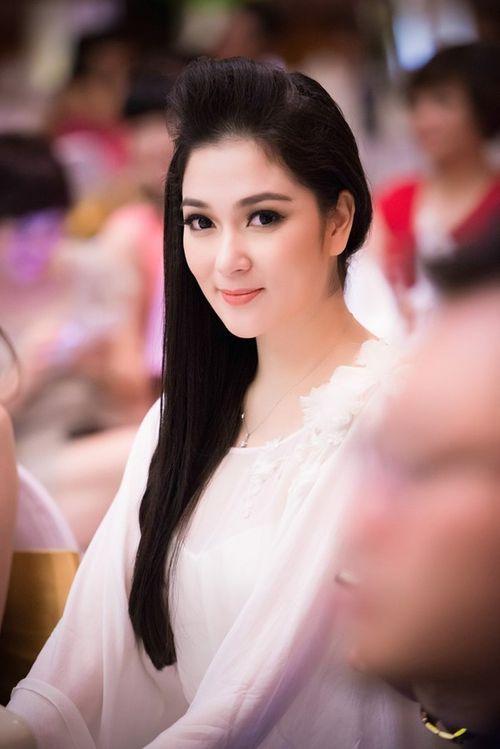 Hoa hậu Việt làm gì sau khi đăng quang - Ảnh 10