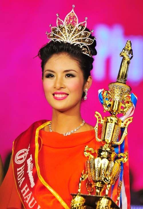 Hoa hậu Việt làm gì sau khi đăng quang - Ảnh 13