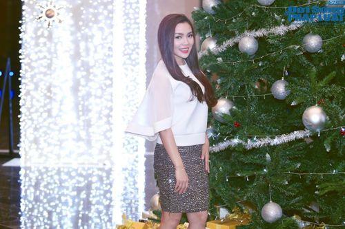 Ngọc Anh đẹp kiêu sa đón Giáng sinh - Ảnh 7