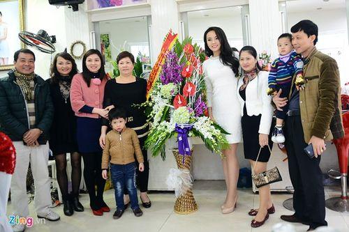 Hoa hậu Kỳ Duyên tổ chức tiệc mừng tại quê hương Nam Định - Ảnh 3