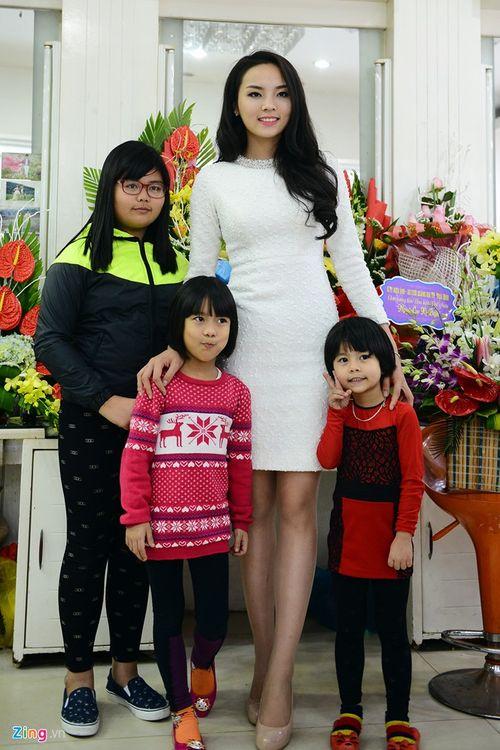 Hoa hậu Kỳ Duyên tổ chức tiệc mừng tại quê hương Nam Định - Ảnh 1