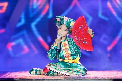 """""""Cậu bé Thị Mầu"""" hát """"Cô đôi thượng ngàn"""" có hay hơn Thiện Nhân? - Ảnh 1"""