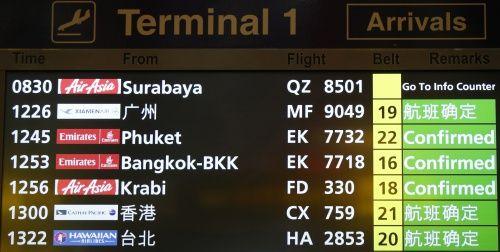 Vụ máy bay AirAsia mất tích: Thân nhân của hành khách khóc ròng chờ tin - Ảnh 7