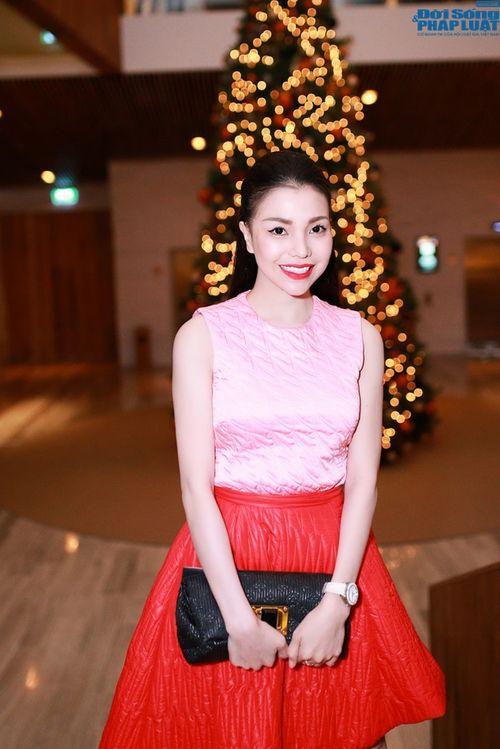 Trà Ngọc Hằng diện đồ hiệu đắt tiền giống Hoàng hậu Ki  - Ảnh 2