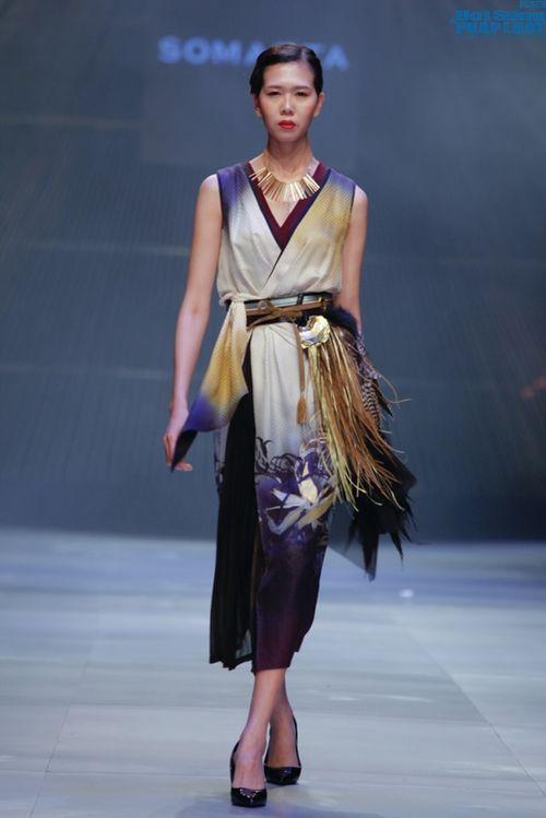 Cô gái bị chê vô lễ của Next Top Model làm vedette show NTK Nhật - Ảnh 4