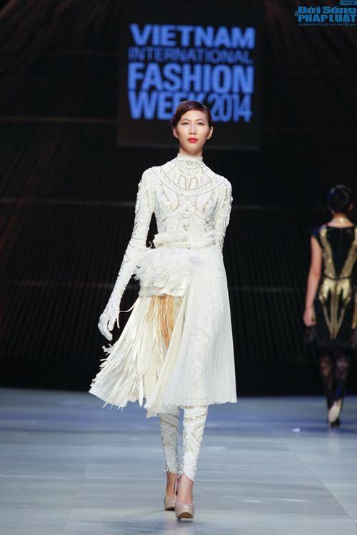 Cô gái bị chê vô lễ của Next Top Model làm vedette show NTK Nhật - Ảnh 16
