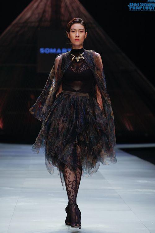 Cô gái bị chê vô lễ của Next Top Model làm vedette show NTK Nhật - Ảnh 18