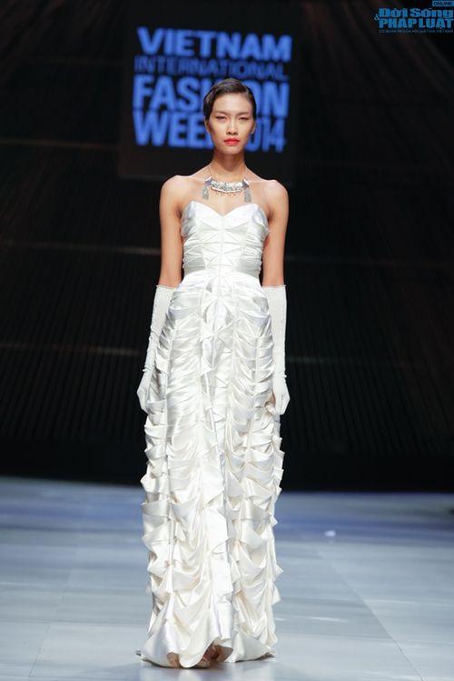 Cô gái bị chê vô lễ của Next Top Model làm vedette show NTK Nhật - Ảnh 2