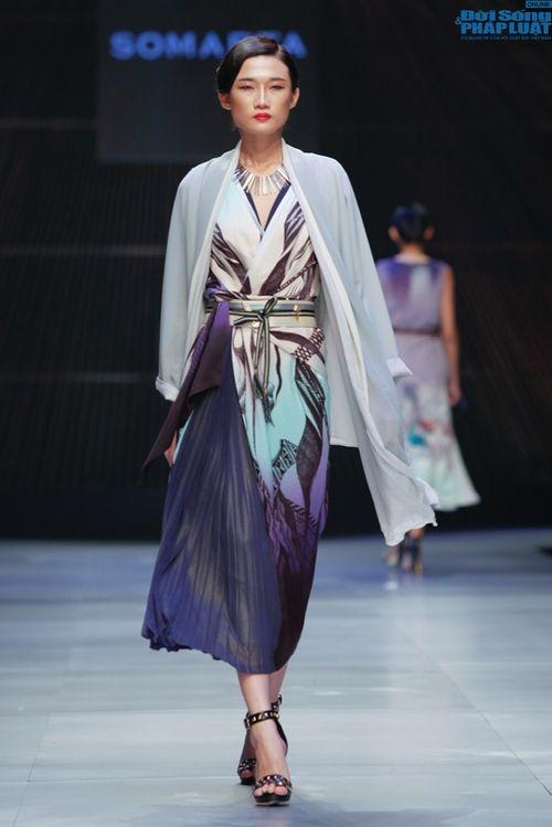Cô gái bị chê vô lễ của Next Top Model làm vedette show NTK Nhật - Ảnh 10