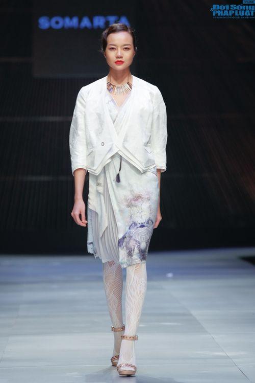Cô gái bị chê vô lễ của Next Top Model làm vedette show NTK Nhật - Ảnh 11