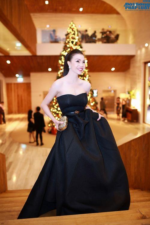 Trà Ngọc Hằng lộng lẫy đầm đen như công chúa  - Ảnh 2