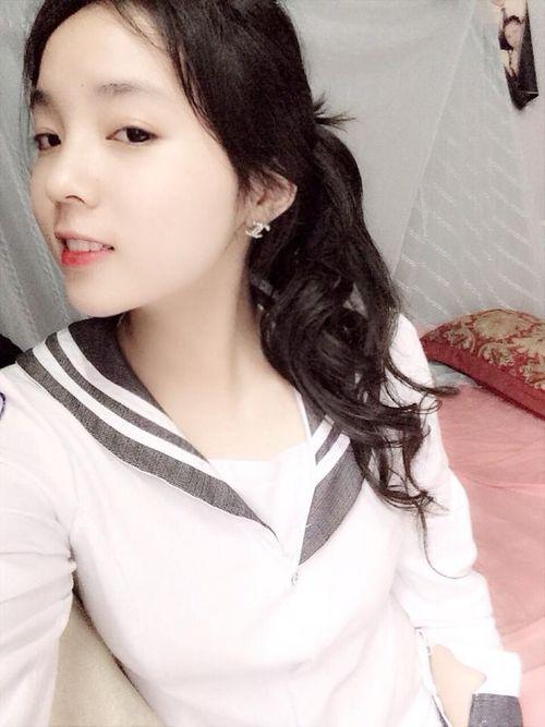 Hình ảnh nhí nhảnh của tân Hoa hậu Việt Nam 2014 thời học sinh - Ảnh 9