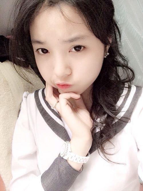 Hình ảnh nhí nhảnh của tân Hoa hậu Việt Nam 2014 thời học sinh - Ảnh 7