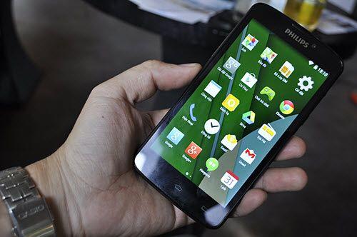 """Philips tung smartphone """"pin trâu"""" 2 tháng, giá 5,5 triệu  - Ảnh 1"""
