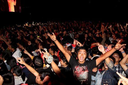 """Fans Huế cuồng nhiệt với """"bão"""" Rock Storm  - Ảnh 9"""