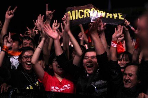 """Fans Huế cuồng nhiệt với """"bão"""" Rock Storm  - Ảnh 1"""