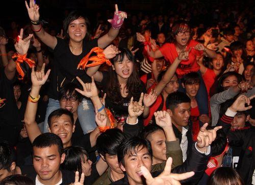 """Fans Huế cuồng nhiệt với """"bão"""" Rock Storm  - Ảnh 2"""