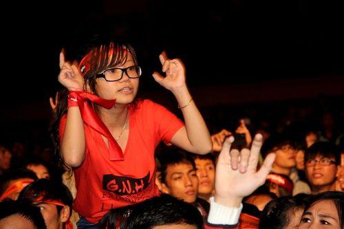 """Fans Huế cuồng nhiệt với """"bão"""" Rock Storm  - Ảnh 8"""