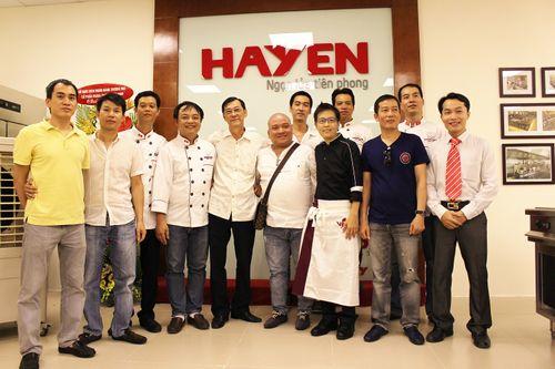 Hà Yến ra mắt khu bếp mẫu và biểu diễn đầu tiên tại Việt Nam - Ảnh 2