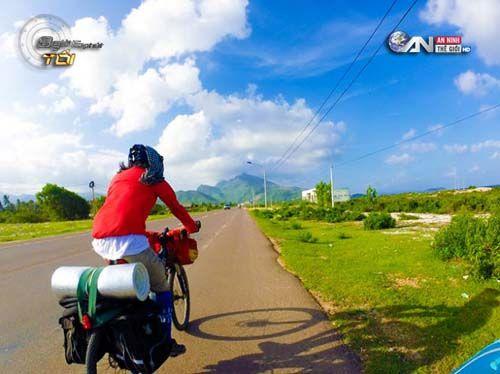 Chàng trai đưa thư xuyên Việt bằng… xe đạp - Ảnh 1