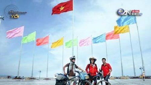 Chàng trai đưa thư xuyên Việt bằng… xe đạp - Ảnh 2