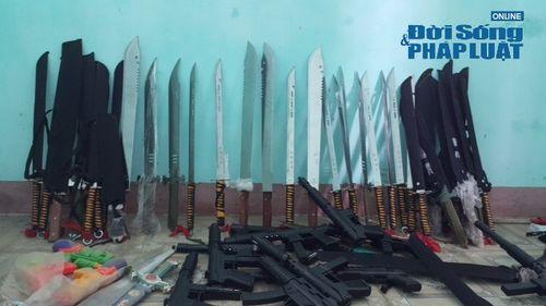 Quyết liệt việc thu hồi vũ khí, vật liệu nổ và công cụ hỗ trợ - Ảnh 1