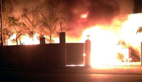 Hà Nội: Khu công nghiệp bốc cháy trong đêm - Ảnh 1