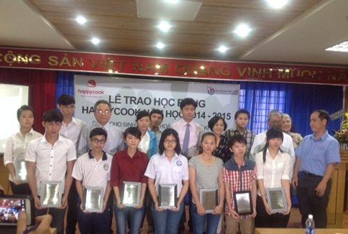 Hội nhà báo Việt Nam tổ chức trao học bổng cho sinh viên nghèo - Ảnh 1