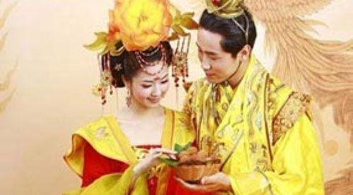Vị hoàng đế sợ vợ đến mức mù quáng và bị vợ ám hại - Ảnh 1
