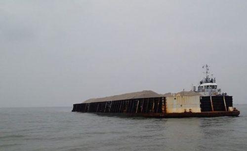 Sà lan cùng 5 thuyền viên chở hơn 1.000 tấn cọc bê tông mất tích - Ảnh 1