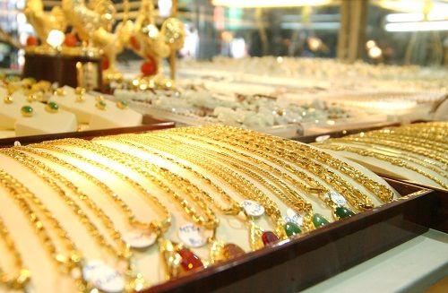 Giá vàng ngày 5/12: Chốt phiên buổi sáng, vàng vẫn giảm - Ảnh 1