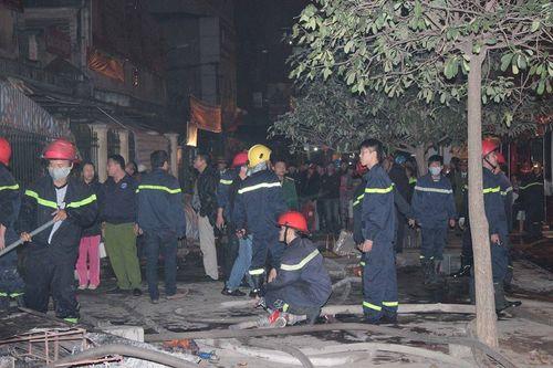 Hà Nội: Cháy lớn tại chợ Cầu Diễn trong đêm khuya - Ảnh 1