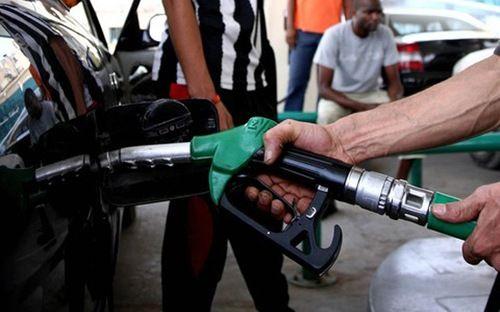 Giá dầu thô tiếp tục giảm kỷ lục xuống còn hơn 60 USD/thùng - Ảnh 1
