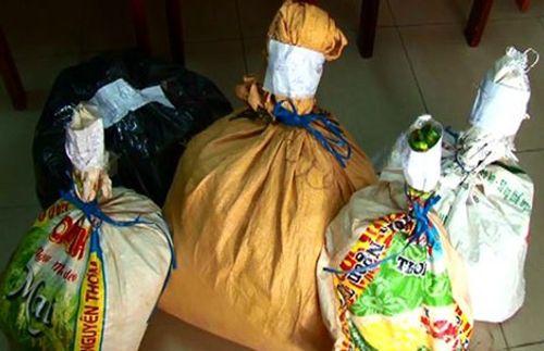 Quảng Nam: Phát hiện 86 kg thuốc nổ, 1300 kíp nổ trong nhà nghỉ - Ảnh 2