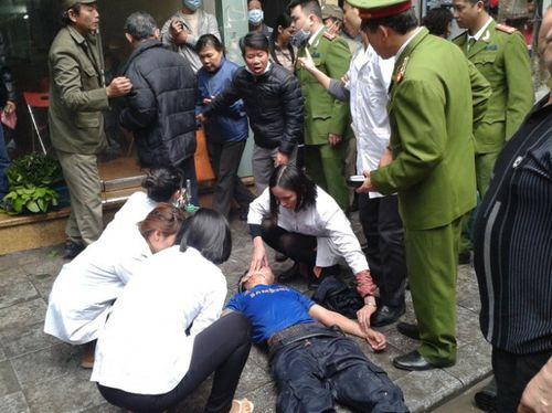 Cứu kịp thời 3 nạn nhân vụ cháy cửa hàng hương trong phố cổ Hà Nội - Ảnh 4