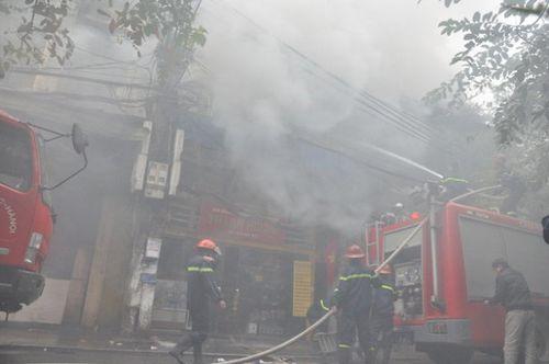 Cứu kịp thời 3 nạn nhân vụ cháy cửa hàng hương trong phố cổ Hà Nội - Ảnh 3